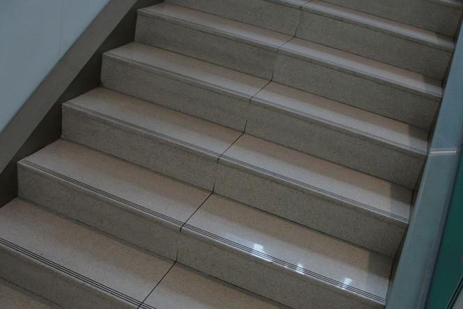 лестница кварцевый агломерат